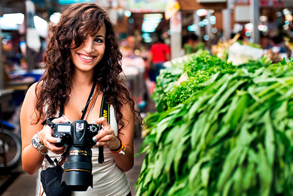 женьщина фотограф